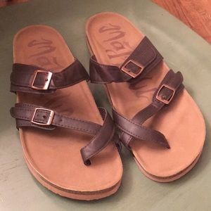 🌊GUC Mad Love Prudence Footbed Sandals🌊